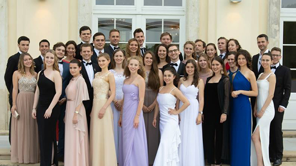 Spendenaktion beim Leo Sommerball in Laxenburg