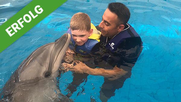DANK DIR freut sich Alexander über eine Delfin-Therapie