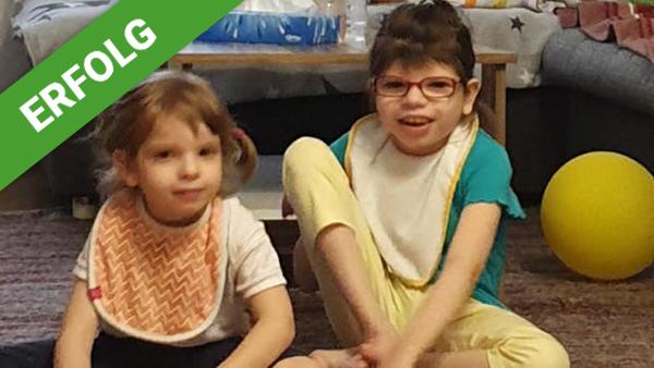 Lillian und Elena freuen sich über die Thera-Suit-Therapie