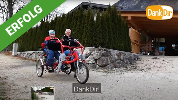 Dank Dir freut sich Manuel über ein Therapie-Fahrrad